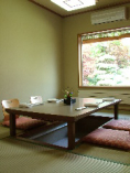 席(掘り炬燵 4部屋・テーブル席 4席・10畳和室 2部屋)