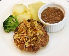 牛肉100%のハンバーグステーキ オニオンガーリックソース