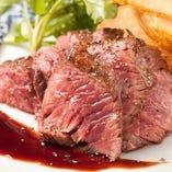 ジューシーな肉汁がたまらない「牛ハラミの炙り焼き」!