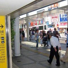 JR吉祥寺駅北口を出て ロータリーを正面に、 駅を背にして左方向へ進みます。