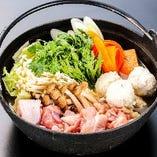 鳥屋の鶏鍋がメインの本格之宴プランは飲み放題込み4,000円!