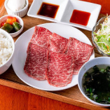上質な牛肉がランチで味わえます。ご飯のおかわり自由です。