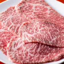 老舗日山畜産の上質牛肉を厳選仕入れ