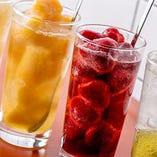 ごろごろ果実サワーは、果物の甘味と酸味が丁度よく飲みやすい。