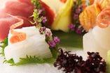 四季の味覚を生かしたこだわりの料理をお届けします。