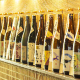 店内にはずらりと並ぶお酒の数々!