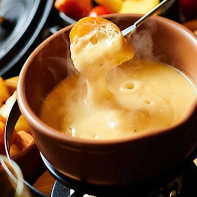 100品食べ飲み放題チーズ×肉バル Bistro Feliz コースの画像