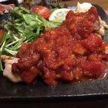 鳥モモトマトソース煮※写真はある日のメニューです。