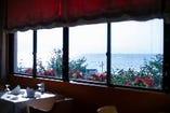 お席からは海を眺めていただくことができます!