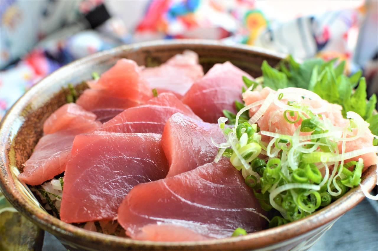 鉄火丼定食700円 すし飯・みそ汁付き
