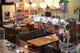 店内いっぱいのレトログッツに囲まれた空間で昭和を満喫。