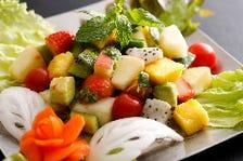 季節のフルーツのスパイシーサラダ