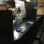 各席にアルコール除菌とパーティションを設置しております。