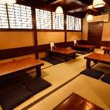 【10~20名様】中二階の座敷/お席は横並びにレイアウトすることも可能です!