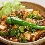 【山椒の風味がやみつき!】ナスと豆腐の2種類からお好みで選べる『たつみやのマーボー』〆のご飯にもおすすめですよ。