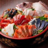 【鮮魚の大漁桶盛り】 本マグロなど鮮魚七点の盛り合わせ