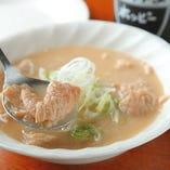 トロトロに煮込んだ肉の旨味とやさしい味噌の味わいがお口いっぱいに広がります