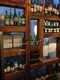 店主がこだわり抜いて厳選したワインがずらり。