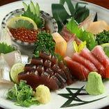 錦市場で揃えた鮮魚・京豆腐・生湯葉を使用しており、食材は伝統ある「錦市場」よりお届け。 京都の食材をリーズナブルにお楽しみいただけます。