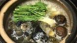 深い味わいの牡蠣すっぽん鍋も人気メニューのひとつ。