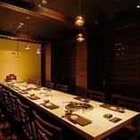4部屋のテーブル個室をつなげると最大16名様での大人数宴会もOK