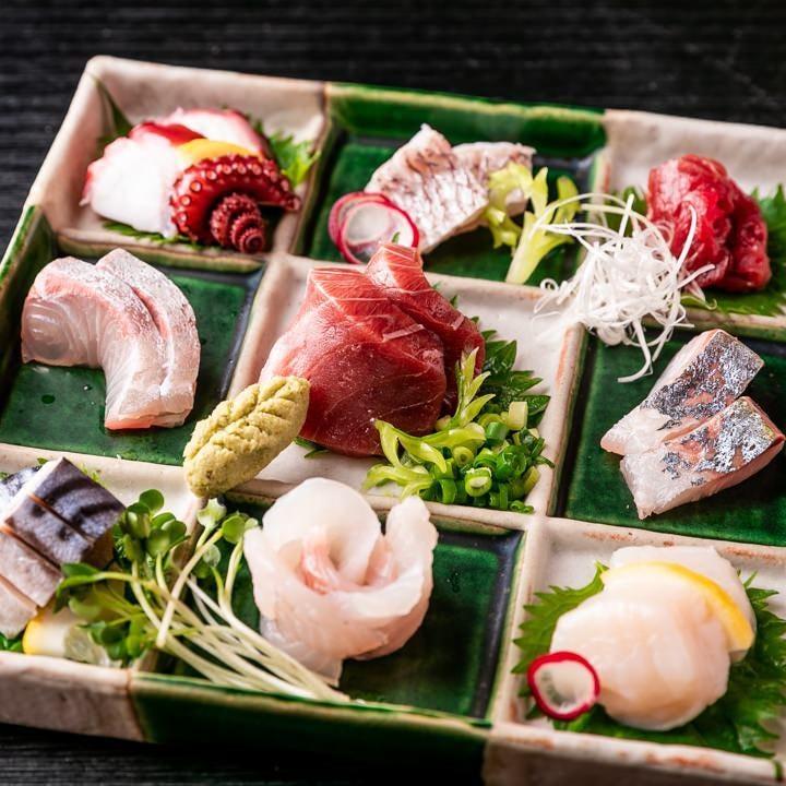 見た目も美しい「刺身の盛り合わせ」は毎日仕入れた旬魚をお届け