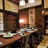 ふすまで仕切られた落ち着いた雰囲気の個室です。お部屋から雄大な富士山を眺めることができます。
