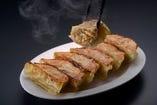 木更津産林SPFポークを使った特製餃子。肉汁たっぷりです。