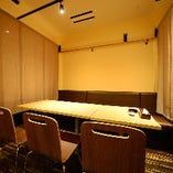 プライベート重視!テーブル席はパーテーションで半個室空間に◎