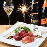 「お祝い肉刺しプレート」で記念日サプライズ♪1,650円~