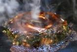 三平のお好み焼きは生地がふわふわ、具がたっぷり。
