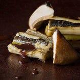 対馬の煮穴子の炙りと焼き茄子のマリネ 魚介の赤ワインソース