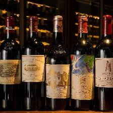 常時500本近く並ぶワインセラー