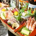 【 鮮 魚 】 刺身の盛り合わせは迫力に圧巻!!