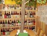 癒し度バツグンの当店一番人気のお席。「大きな木」が印象的。