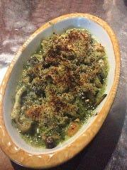 つぶ貝とキノコの香草グラタン