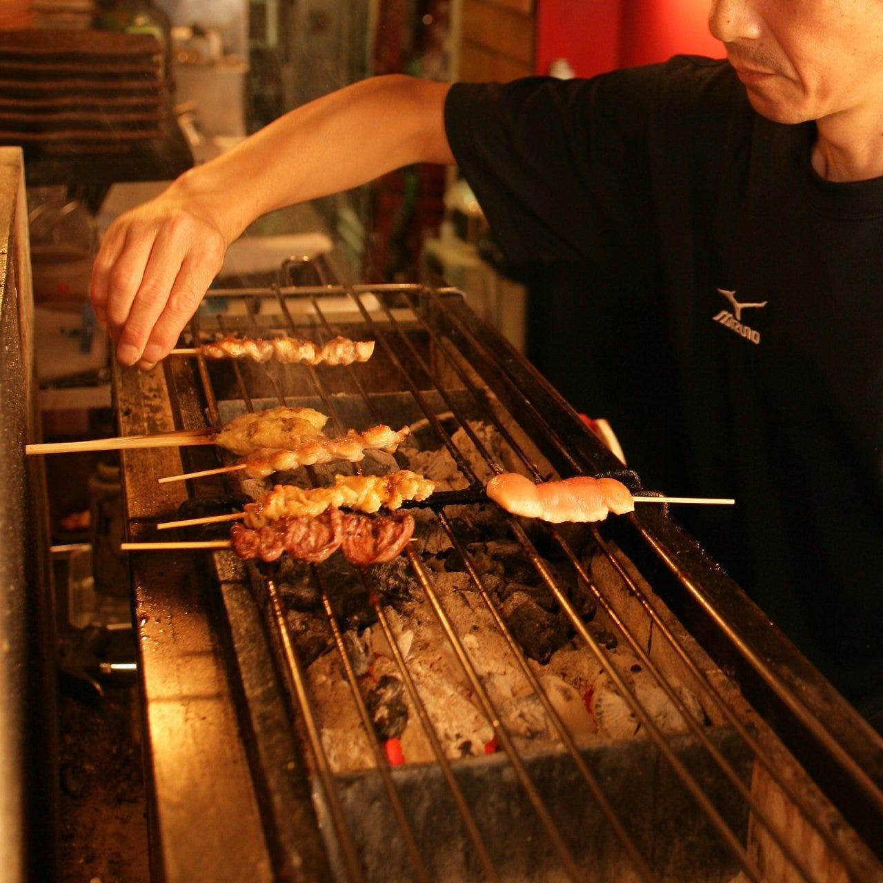 備長炭で丁寧に焼き上げる串もんは、鳥こまちならではの逸品。