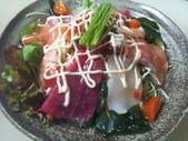 まずは定番、海鮮サラダ