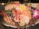 10種類もの新鮮魚介が入ったお造り盛り合わせ。