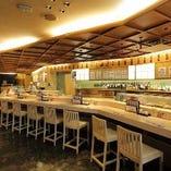 【空間】 カウンター越しにお好みの寿司を握りたてで