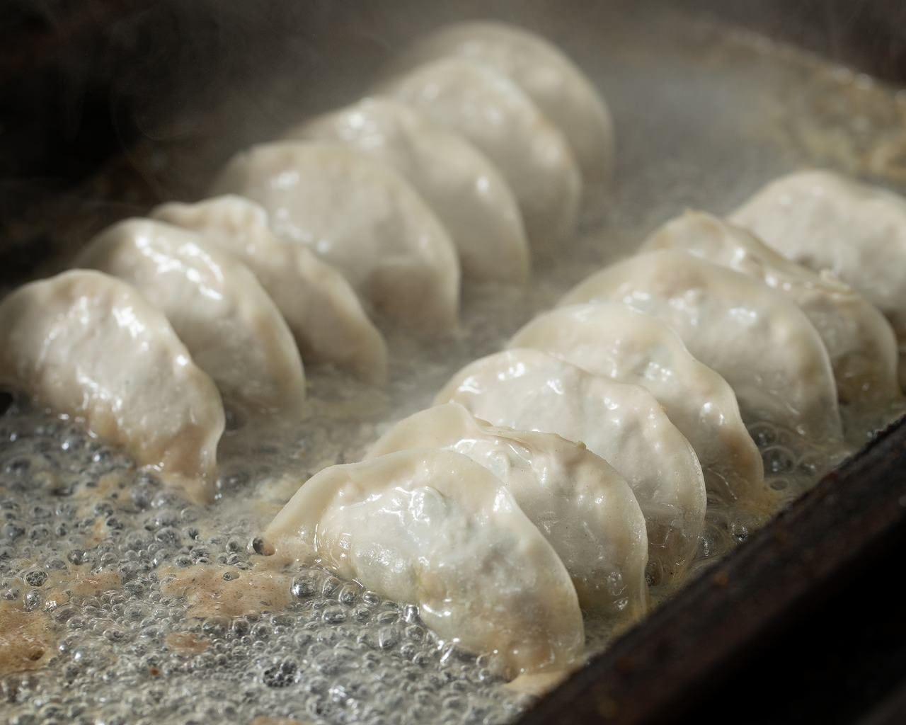 AZICA特製近江バームクーヘン豚餃子