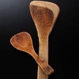 親方愛用の宮島:小さいのが竹製で27年使用。 木製は15年。