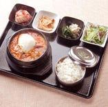 スンドゥブチゲ Aセット 【海苔・キムチ・ナムル2種・ご飯・サラダ・おでんポックム付】