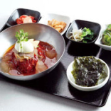 ビビン冷麺 【海苔・キムチ・ナムル2種・おでんポックム・サラダ付】