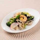 海老と季節野菜のゆず塩炒め