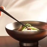 職人の技がひかる 料理の数々。