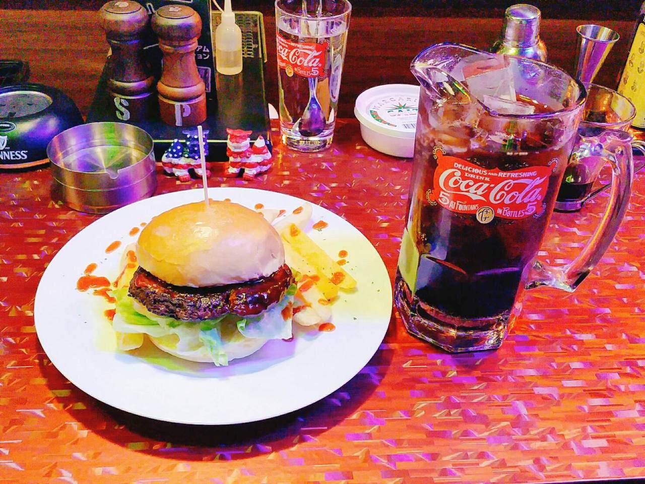 ビッグコーラとアメリカンバーガーでボリューム満点!!!