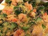海老とブロッコリーのミモレットサラダ
