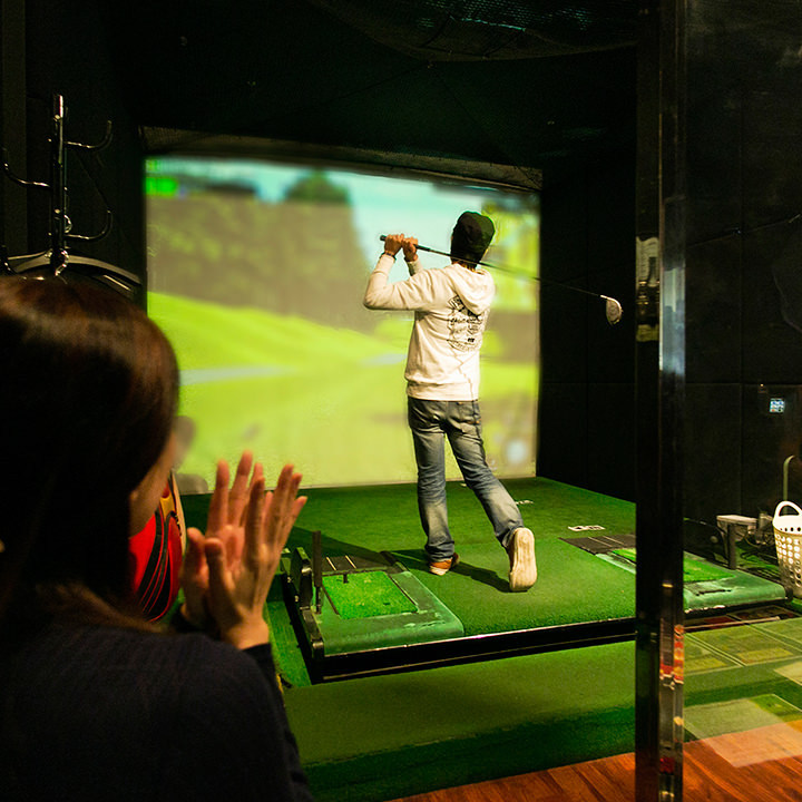 完全個室でシミュレーションゴルフ