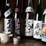 日本酒は常時40種類以上の多彩なラインナップ